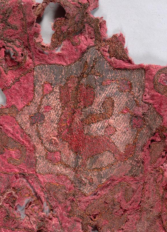 Textiel uit een scheepswrak gevonden op de Texelse rede