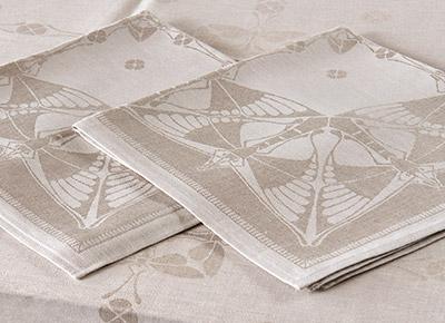 Margareta Svensson är expert på att fotografera konstobjekt i textil