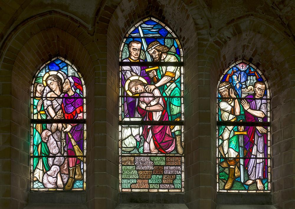 Kerkramen in kerk door professionele fotograaf