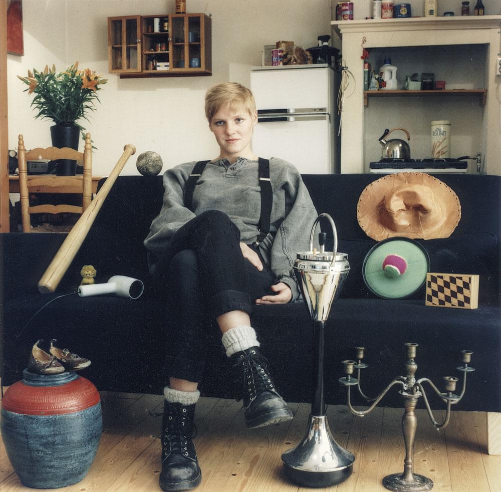Monique, uit de fotoserie De kijkers thuis, 1995