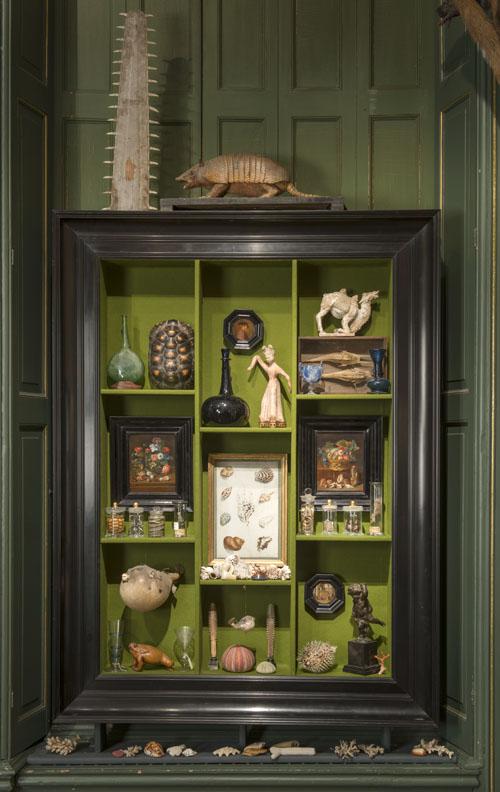 Detail van een interieurfoto in bij Kunsthandel P. de Boer