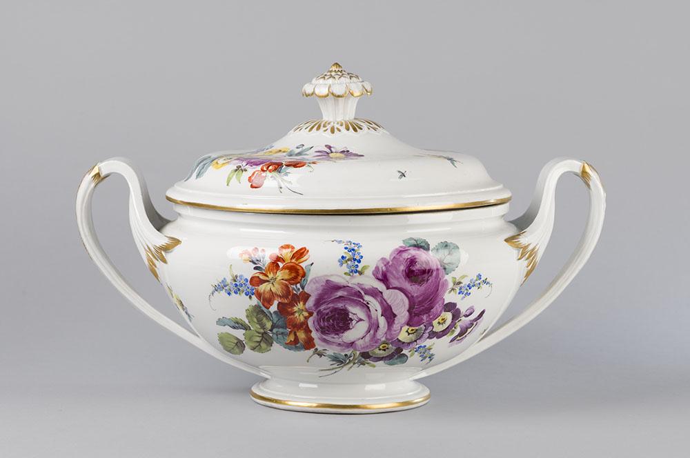 Porselein is een van de vele vormen van keramiek uit de collectie van RCE
